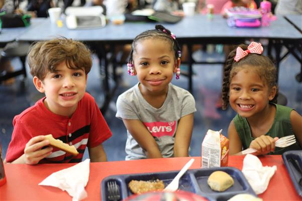 Oakridge Elementary Students at lunch